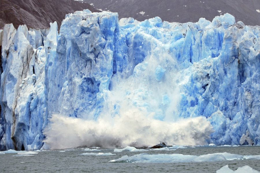 Glaciers+are+slowly+melting+into+the+ocean.+Graphic+courtesy+of+Cosmos+Magazine