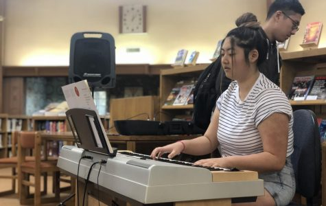 Angie Chen ('20) warms up for her performance on the keyboard.