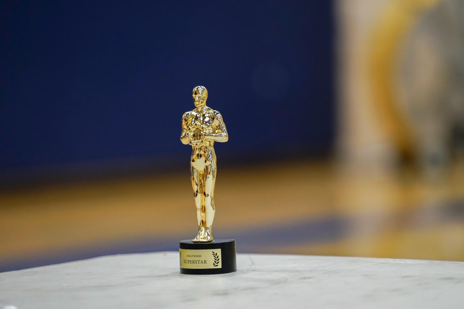 The+Oscars+trophy+sits+quietly+on+the+table+waiting+to+be+claimed+after+the+theme+of+this+year%E2%80%99s+theme+night+was+unveiled.
