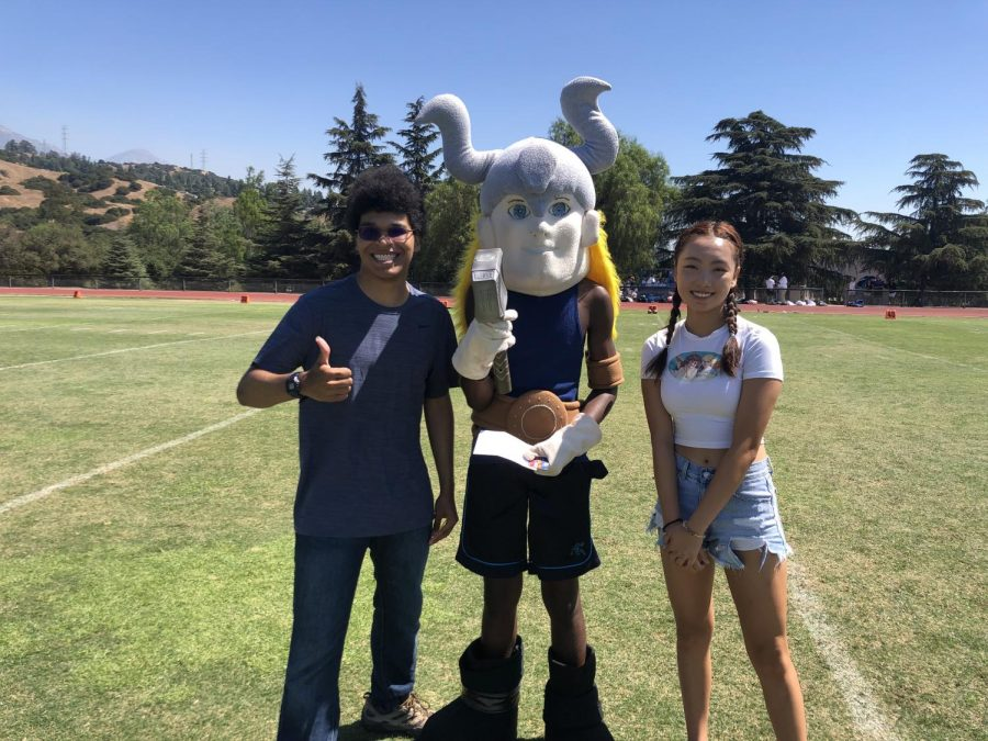Peter Graf ('21) and Cindy Zhu ('23) pose for a picture with the Gaul.