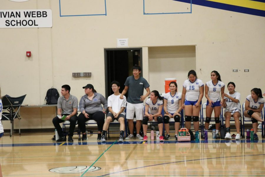 The+bench+reacts+after+scoring+a+point.+