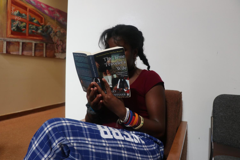 Janina Akporavbare ('22) reading her favorite book: The Time Traveler's Wife