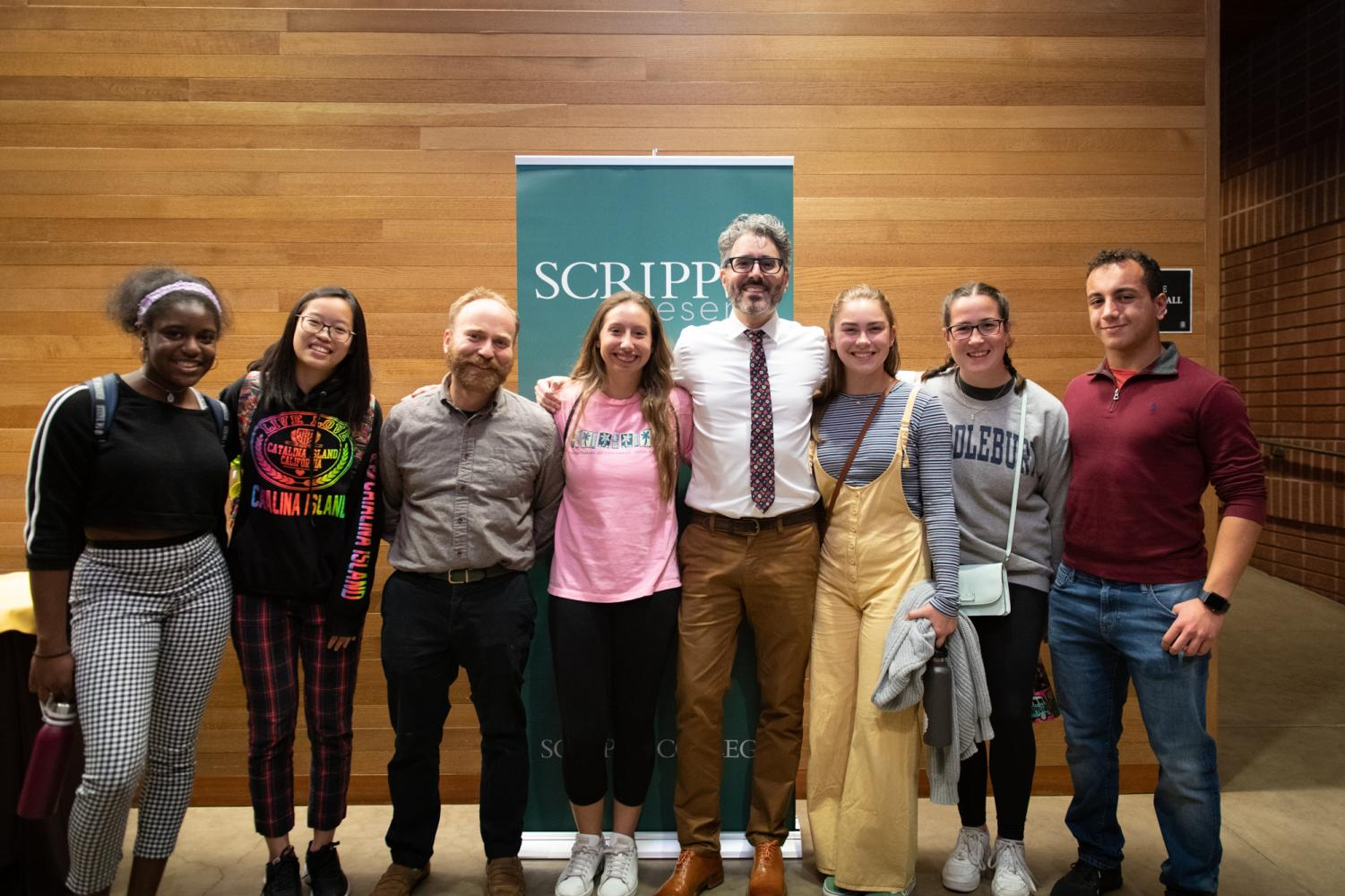Janina Akporavbare ('22), Sunny Yu ('22), Dr. Dzula, Laura Haushalter ('21), Bianca Arteaga ('22), Nichola Monore ('22), and Mo Igbaria ('20) pose for a photo with Michael Barbaro after listening to his talk.