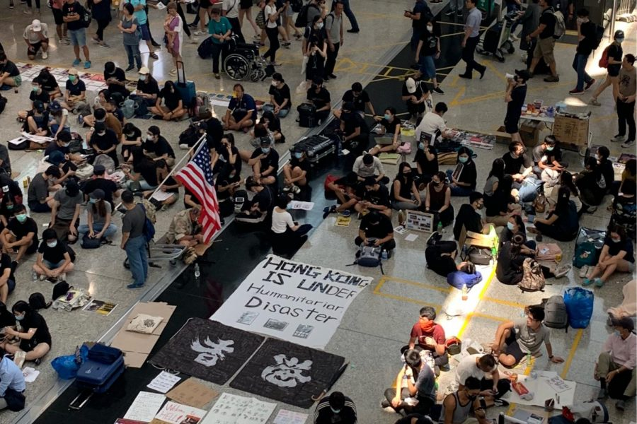 Protestors+occupy+the+Hong+Kong+airport+in+August+2019.