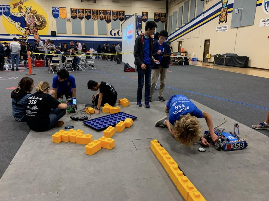 The+Webb+robotics+teams+finalizing+their+robots+before+the+competition+begins.