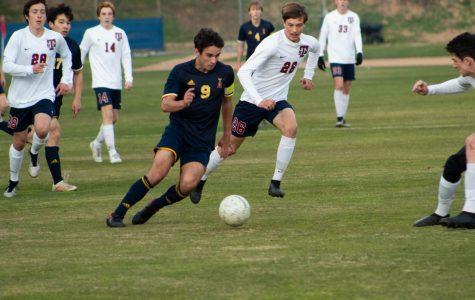 Liam Gerken ('20) dribbles the ball.