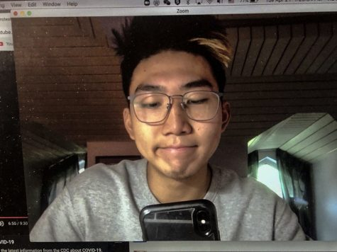 Frank Hu ('20), an asynchronous student, waits patiently for Zoom office hours to begin. Photographer: Frank Hu ('20)