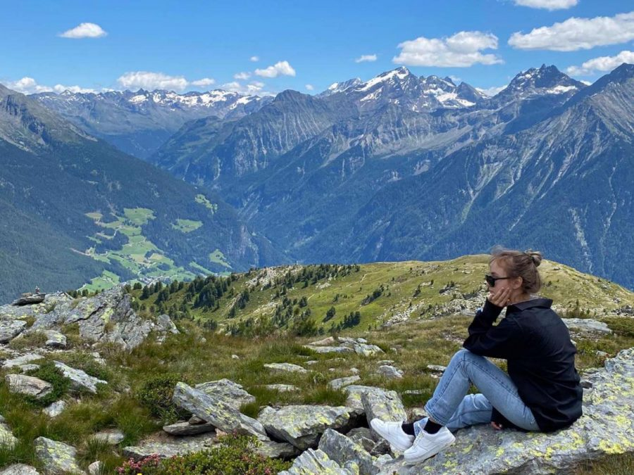 Mariia Lykhtar ('22) enjoys mother nature and explores the mountains in Luxemburg, where around 500 new COVID-19 cases are reported daily.